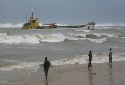 Bateau à la dérive, Antalaha, samedi 6 mars 2004