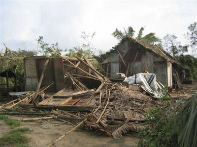 Habitations de type traditionnel endommagées